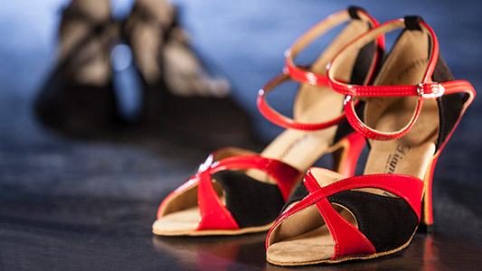 rot/schwarze Tanzschuhe aus Lack