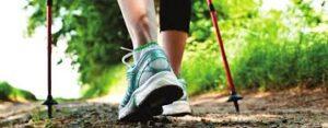 Schuh und Stöcke fürs Nordic-Walking